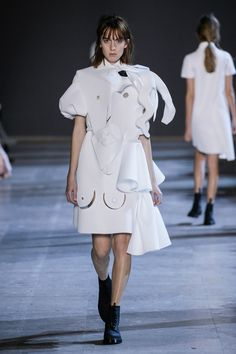 """Viktor & Rolf has continued its """"wearable art"""" theme with an haute-couture collection of sculptural white garments made from Cubist facial features Uk Fashion, Fashion Show, Cubism Fashion, Victor And Rolf, Viktor Rolf, Spring Summer 2016, Couture Collection, Ready To Wear, Clothes"""
