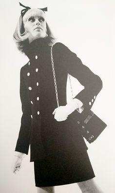 Yves Saint Laurent haute couture automne / hiver 1967/68. Photographie de Peter Caine.
