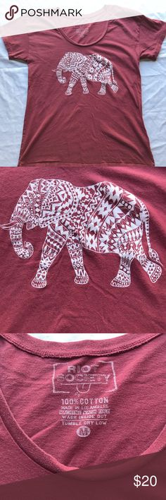 Riot Society Elephant tee M Very cute Riot Society Elephant graphic tee! Great condition no flaws and no stains! If you need measurements just ask! Don't like my price? Make me an offer! Item#B0025 riot society Tops Tees - Short Sleeve