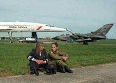 The first British female Concorde pilot, Barbara Harmer and first British female fast jet pilot, Jo Salter. Female Fighter, Fighter Pilot, Fighter Jets, Fighter Aircraft, Concorde, Military Jets, Military Aircraft, Tupolev Tu 144, Female Pilot