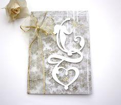 *Vintage Hochzeitskarte   Diese wundervolle Hochzeitskarte im Shabby-Chic beeindruckt durch ihre beige-cremefarbenen Akzente. Das Ciffonband ve...