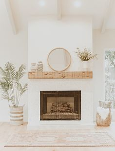 Beautiful fireplace in living room Living Room Inspiration, Interior Design Inspiration, Home Decor Inspiration, Decor Ideas, Home Living Room, Living Room Decor, Piece A Vivre, Paint Colors For Living Room, Decoration Design