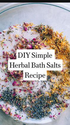Bath Recipes, No Salt Recipes, Soap Recipes, Bath Salts Recipe, Homemade Bath Salts, Diy Bath Salts, Salt Scrub Recipe, Nap Mats, Beauty Recipe