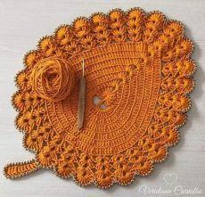 Crochet Mat, Crochet Carpet, Crochet Home, Filet Crochet, Crochet Leaf Patterns, Crochet Leaves, Crochet Flowers, Crochet Stitches, Crochet Placemats