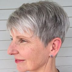 Pixie Haircut Fine-hair older-women Popular Short Hairstyles, Mom Hairstyles, Short Pixie Haircuts, Short Hairstyles For Women, Haircut Short, Undercut Hairstyles, Classy Hairstyles, Grey Haircuts, Curly Undercut
