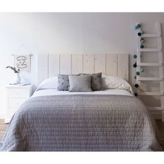 Love the grey bedspread All White Bedroom, Gray Bedroom, Trendy Bedroom, Bedroom Decor, Bedroom Ideas, Cosy Room, Guest Bedrooms, Decoration, Diy Home Decor
