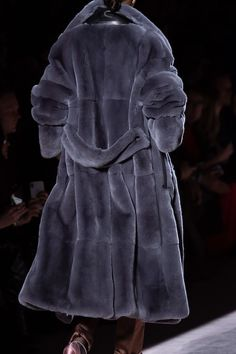 Tom Ford Fall Winter fashion show at New York Fashion Week (February photos from Kendam. Fur Fashion, Runway Fashion, Fashion Show, Fashion Outfits, Tom Ford, Autumn Winter Fashion, Fall Winter, Fabulous Furs, Couture Collection
