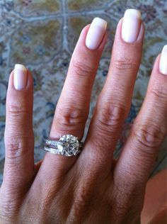 HILARIA THOMAS' engagement ring from ALEC BALDWIN | Photo Credit: Twitter/hilariabaldwin ring