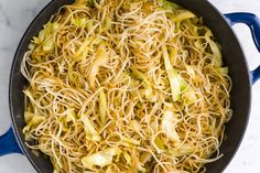 Skinny Panda Express Chow Mein Recipe made in a skillet. Can add Chicken for a whole meal Healthy Packed Lunches, Healthy Eating, Healthy Cooking, Vegetarian Recipes, Cooking Recipes, Healthy Recipes, Vegan Meals, Veggie Recipes, Seafood Recipes