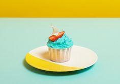 Sturmim Cupcake Yahoo Das ist wirklich ein supereinfaches Rezept. Du brauchst nur einen Cupcake, ein wenig blaue Buttercremeglasur (wir haben Gelfarbe für mehr Intensität verwendet), eine Erdbeere,...
