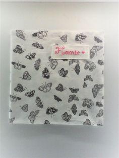 serviette de table pour adulte , no 45,personnalisable , en coton représentant des papillons anthracites sur fond blanc . : Cuisine et service de table par kate27