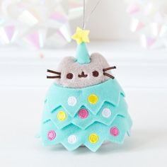 Pusheen's so cute. Now she's hiding in a Christmas tree. Chat Pusheen, Pusheen Love, Pusheen Cat Plush, Pusheen Christmas, Christmas Cats, Cutest Cats Ever, Cute Stuffed Animals, Pusheen Stuffed Animal, Nyan Cat