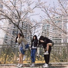 Going out together be like. Best Friend Photos, Best Friend Goals, Korean Best Friends, Bff Girls, Girl Friendship, Friends Moments, Uzzlang Girl, Korean Couple, Ulzzang Couple