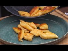 Kopytka które pokochasz /Oddaszfartucha - YouTube Lunch Recipes, Bread Recipes, Dessert Recipes, Desserts, Polish Recipes, Polish Food, Dessert Drinks, Ravioli, Pretzel Bites