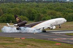 UPS McDonnell Douglas MD-11 (N285UP) Smokey Landing