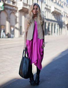 ドレスに革ジャン。大きいバックいいですね。