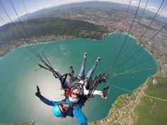 Annecy, le plus beau lac du monde vu d'un parapente
