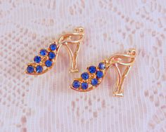 Cute adorable high heel shoe scatter pins in silver tone. They are adorned with lively blue rhinestones. These would look great almost