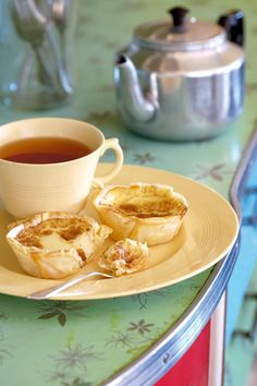 Outydse melktert-Old fashioned Milk tart a favourite SA recipe from Tuis Magazine South African Desserts, South African Recipes, Delicious Desserts, Yummy Food, Thinking Day, Sweets Recipes, Custard Recipes, Sweet Tarts, Favorite Recipes
