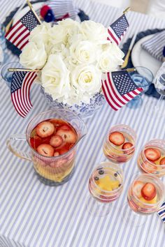 Fourth Of July Decor, 4th Of July Celebration, 4th Of July Party, Patriotic Table Decorations, Juneteenth Day, Holiday Parties, Holiday Games, Holiday Ideas, Sweet Cocktails