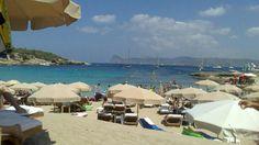 Cala Bassa, agost 2014 Ibiza, Opera House, This Is Us, Patio, Building, Outdoor Decor, Travel, Calla Lilies, Viajes