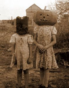 Vintage Halloween photo (circa late 1930's or early 40's?).  Both my parents grew up on farms in the mid west - this totally reminds me of them!