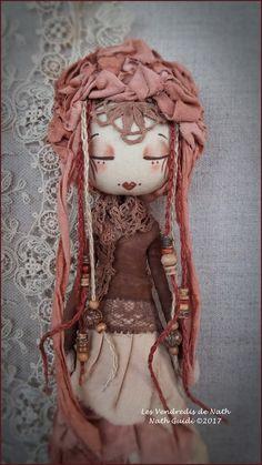 J'ai mis l'temps, comme on dit, mais me voici de retour ! Puppet Crafts, Felt Fairy, Wooden Dolls, Sewing Toys, Doll Head, Fairy Dolls, Soft Dolls, Diy Doll, Cute Dolls