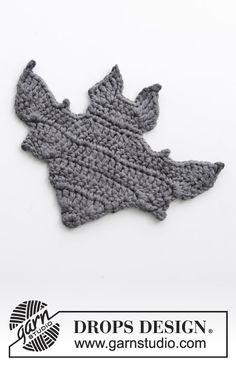 pattern by DROPS design : Crocheted bat for Halloween. Piece is crocheted in DROPS Paris. Crochet Skull Patterns, Crochet Bat, Crochet Coaster Pattern, Halloween Crochet Patterns, Crochet Bunny Pattern, Crochet Home, Free Crochet, Doily Patterns, Thread Crochet