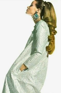 Veruschka in djellaba I thought she was the most exotic model.that hair! Sixties Fashion, Retro Fashion, High Fashion, Fashion Beauty, Vintage Fashion, Retro Mode, Mode Vintage, Vintage Hair, Moda Fashion