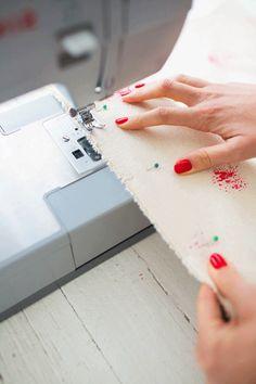 Hace y decorá vos mismo tu cesto laundry - Trapitos.com.ar - Blog Plastic Cutting Board, Diy, Craft, Shape, Home, Sewing Lace, Sewing Accessories, Cotton Canvas, Fabric Purses