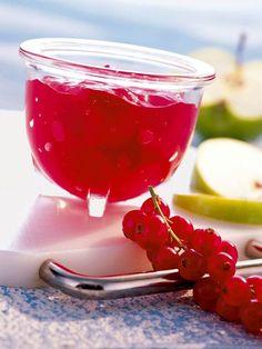 Ein fruchtiges Gelee mit dem Saft von Johannisbeere und Apfel. #Johannisbeere #Apfel #Gelee #Frühstück #Rezept