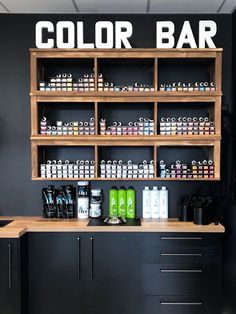 Home Hair Salons, Hair Salon Interior, Salon Interior Design, Home Salon, Salon Design, Design Despace, Salon Color Bar, Oversized Wall Decor, Barber Shop Decor