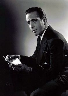 Humphrey Bogart - my favourite film noir actor! Old Hollywood Glam, Hollywood Actor, Golden Age Of Hollywood, Hollywood Stars, Classic Hollywood, Humphrey Bogart, Classic Movie Stars, Classic Movies, Bogie And Bacall