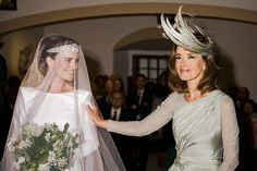 La madre de la novia Wedding Dressses, Wedding Gowns, Hollywood Wedding, Races Fashion, Next Wedding, Dream Wedding, Portraits, Bridal Looks, Mother Of The Bride