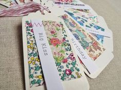 Liberty of London tags Great fabric! Liberty Print, Liberty Fabric, Homemade Gift Tags, Sewing Crafts, Sewing Projects, Craft Stalls, Creation Deco, Handmade Tags, Fabric Gifts