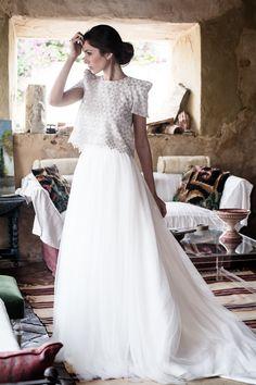 Vestido de novia con tal de tul y cuerpo plateado de Pol Nuñez #Weddingdress #brides #modamujer