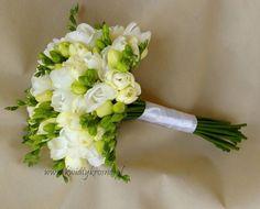 Perfect classic wedding bouquet White Wedding Flowers, Bride Bouquets, Weeding, Brides, Wedding Dresses, Classic, Bridal Bouquets, Bridal Dresses, Grass