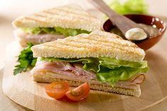 Um sanduíche natural leve, prático e fácil de fazer sempre cai bem! Veja sugestões de sanduiches de frango, atum e outras sabores.