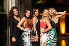 A designer Marina Loures lançou a coleção Bossa Tropical para o Verão 17 da  MLoures com Sunset Party no rooftop do Tiffany's, com direito a vista para a praia de Ipanema e para a Lagoa Rodrigo de Freitas. Confira galeria de fotos na www.flashesefatos.com.br