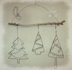 use vintage pin tree design, one tree, sheild Christmas Fair Ideas, Christmas Makes, Christmas Time, Wire Crafts, Metal Crafts, Christmas Crafts, Christmas Baubles, Stylo 3d, Wire Jewelry Designs