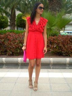 Hola muy buenos días!!!  El vestido rojo que os muestro es un recurso de mi vestidor, lo tengo para una ocasión especial, una prenda que me vino muy bien para salir a una celebración con la familia.  Lo … Ver más