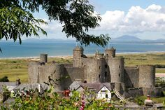 Beautiful North Wales: 30 great pictures of our stunning region Welsh Castles, Castles In Wales, Great Places, Beautiful Places, Places To Travel, Places To Go, Wales Holiday, North Wales, Historical Architecture