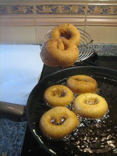 Banana Colada, Pasta Casera, Doughnut, Yummy Treats, Donuts, Cooking Recipes, Tasty, Sweets, Desserts