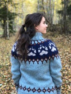 Villmarksgenseren   Strikkoteket Sweater Fashion, Sweater Outfits, Icelandic Sweaters, Pullover, Girls Sweaters, Catsuit, Autumn Fashion, Mittens, Turtle Neck