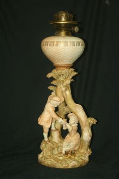 RARE WORCESTER OIL LAMP MODELLED BY JAMES HADLEY - DATED 1892