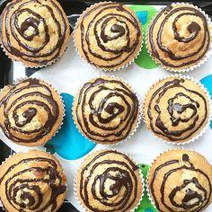 Stracciatella-Muffins waren das Highlight auf unserem Kinder-Geburtstag! Das Rezept ist eigentlich ganz einfach. Aber alle waren begeistert. Und auf ganz speziellen Wunsch eines einzelnen Gastes gibt es nun hier das Rezept. Ich habedie Stracciatel ...