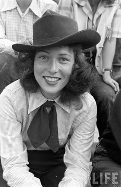 I love this sassy lady's cowgirl style—especially that adorably kick-ass neckerchief! Cowgirl Style, Cowboy And Cowgirl, Western Style, Cowgirl Outfits, Cowgirl Fashion, Country Style, Vintage Western Wear, Vintage Cowgirl, Cow Girl