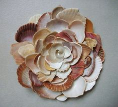 This is so creative! I love broken shells but never would have thought to arrange them in the shape of a flower! - Wall Art Flower Sculpture Seashell Art by tropEEcal on Etsy Seashell Art, Seashell Crafts, Beach Crafts, Fun Crafts, Arts And Crafts, Seashell Projects, Fleurs Diy, Cool Ideas, Art Ideas