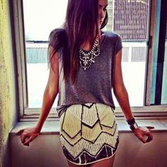 embellished skirt with jewellery and a plain top is the perfect complementary outfit Looks Street Style, Looks Style, Style Me, Fashion Moda, Look Fashion, Fashion Beauty, Classy Fashion, Skirt Fashion, Fashion Photo