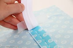 Best tutorial for adding a zipper - using tape is her secret.
